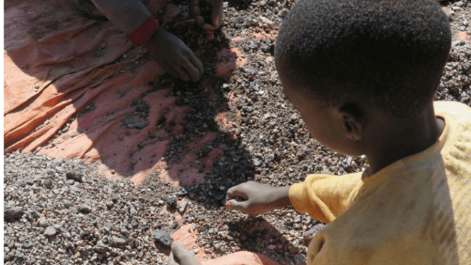 Kinderarbeit: Apple, Microsoft, Tesla, Dell und Google geklagt