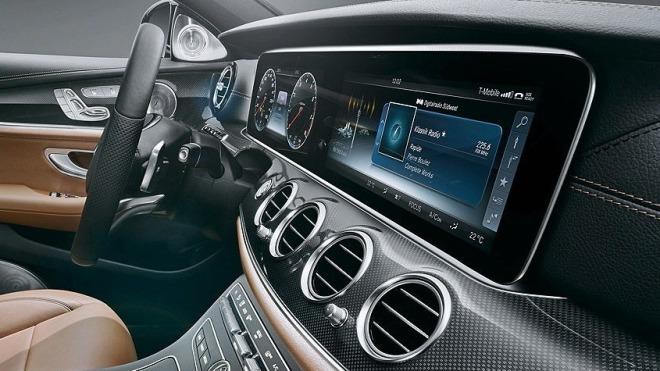 LG Liefert Große PlasticOLEDDisplays Für Neue Mercedes EKlasse - Auto display